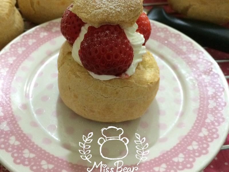 草莓鮮奶油泡芙