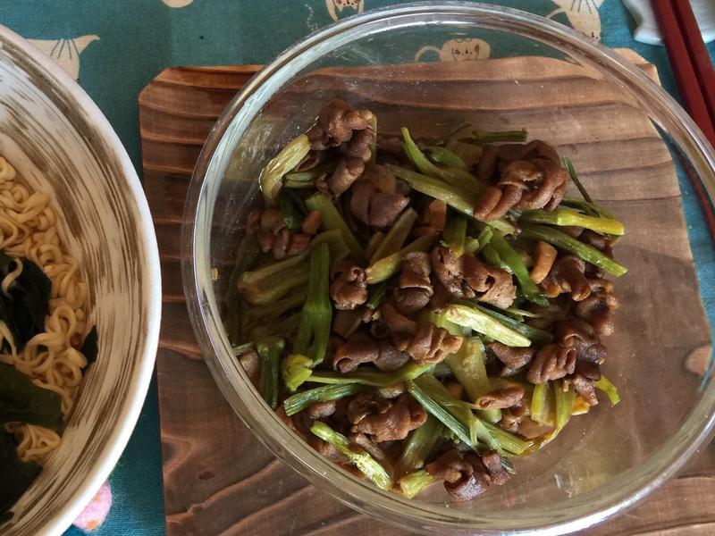 芹菜炒雞腸