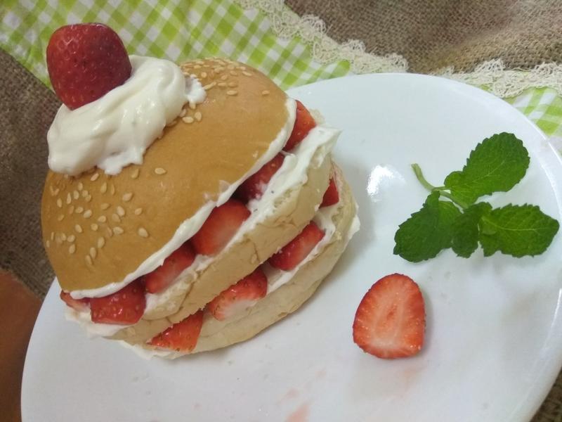 十分鐘早餐─草莓鮮奶油堡