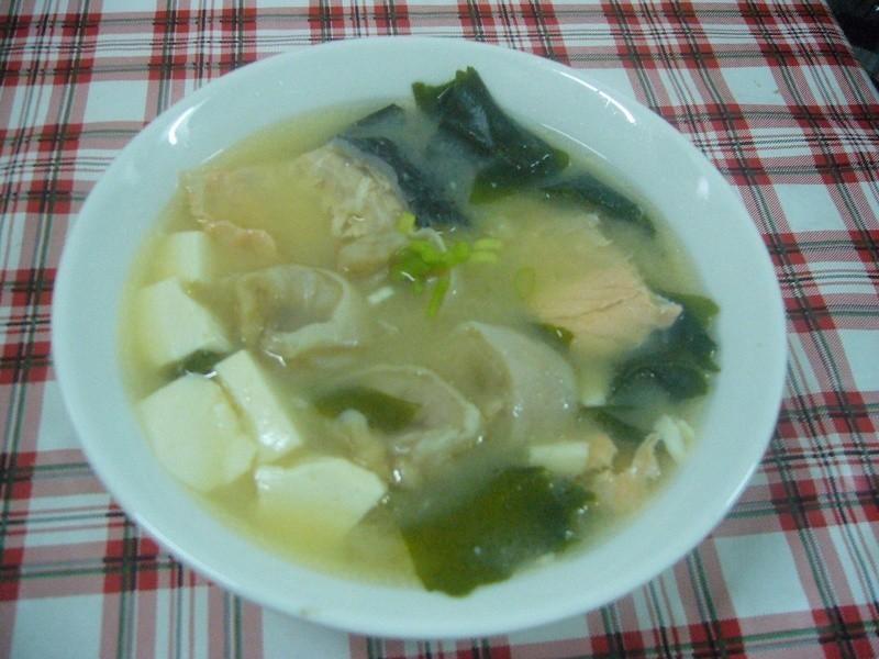 桂冠魚餃味增湯
