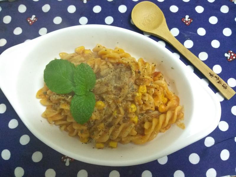 十分鐘早餐─起司玉米紅醬義麵