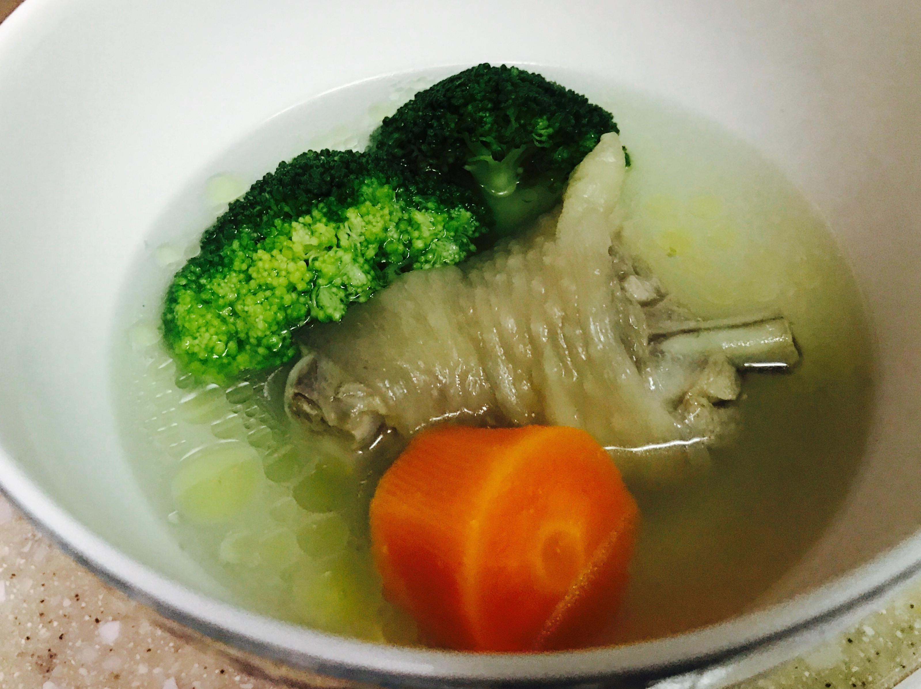 紅蘿蔔花椰菜雞湯