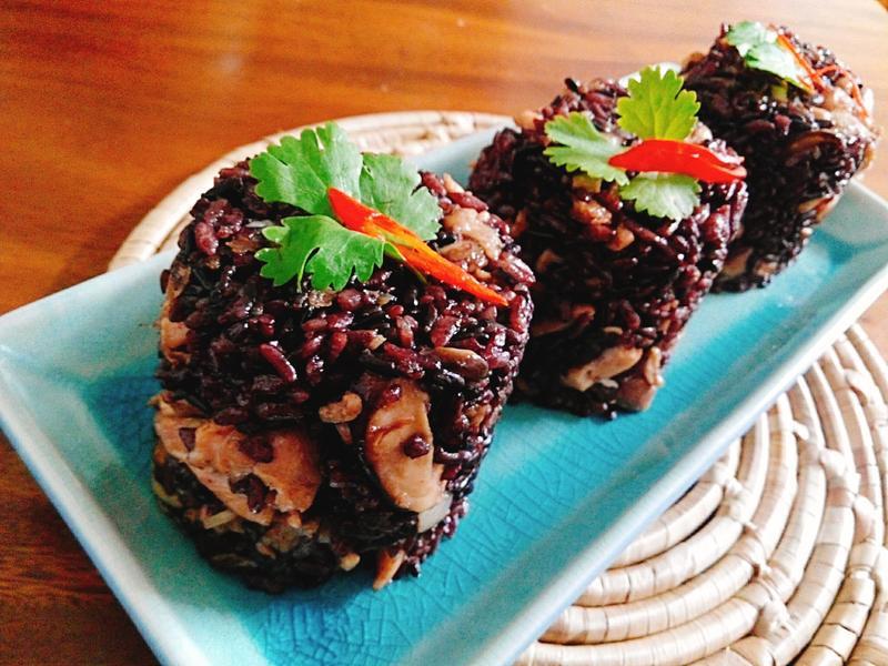 香菇雞腿黑米油飯一超簡單,迷你年菜