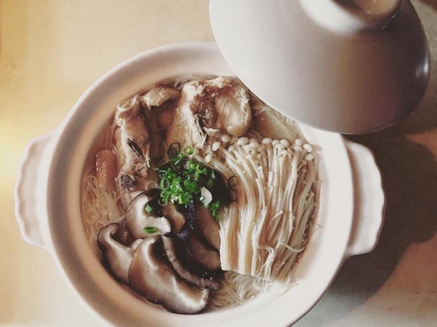 鮮菇雞湯佐手工麵線