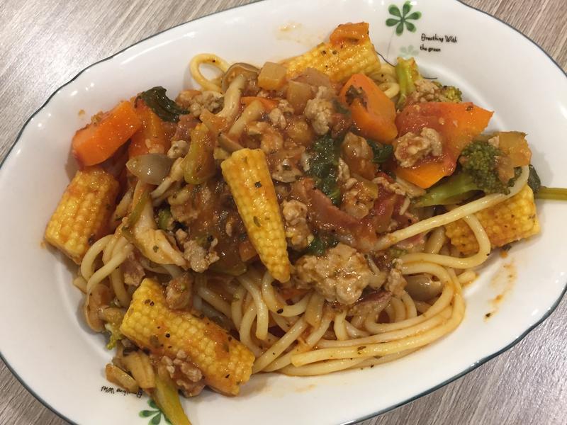 茄汁蔬菜肉醬義大利麵
