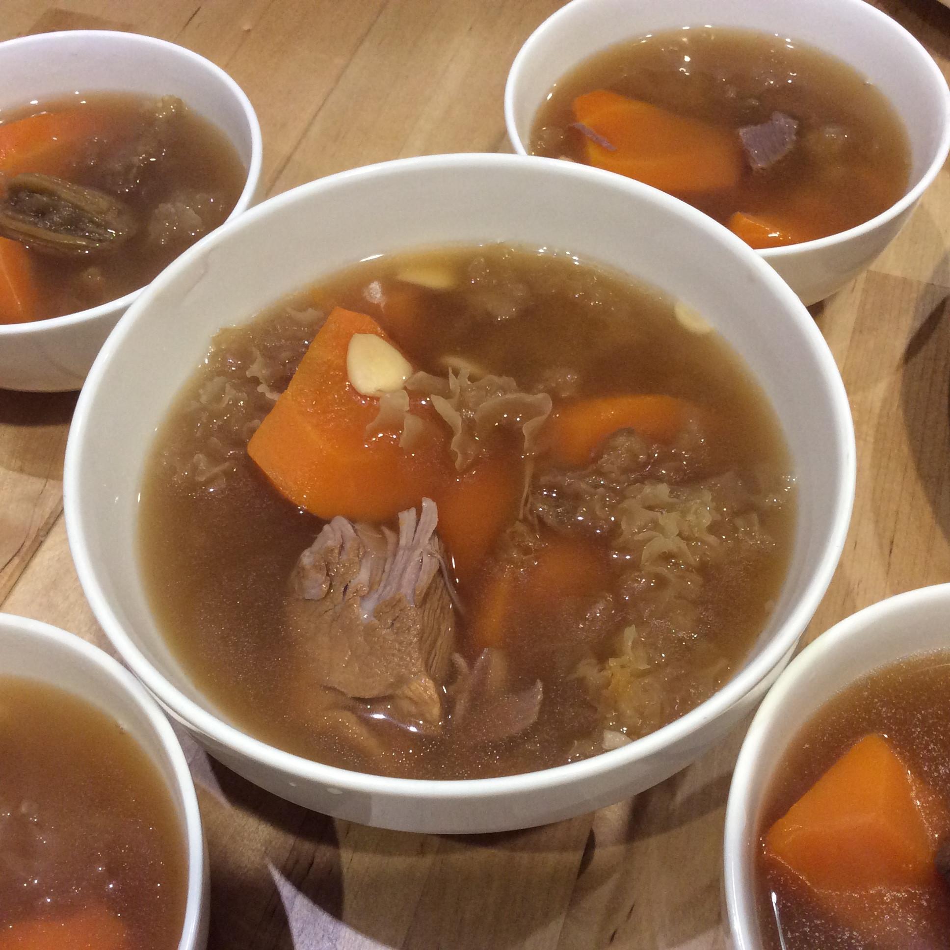「港或老火湯」紅蘿蔔雪耳瘦肉湯