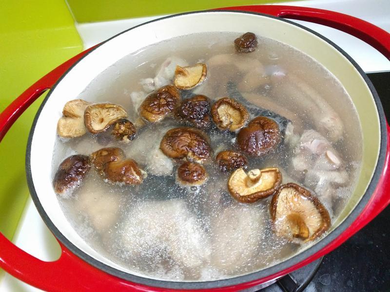 家傳香菇雞湯