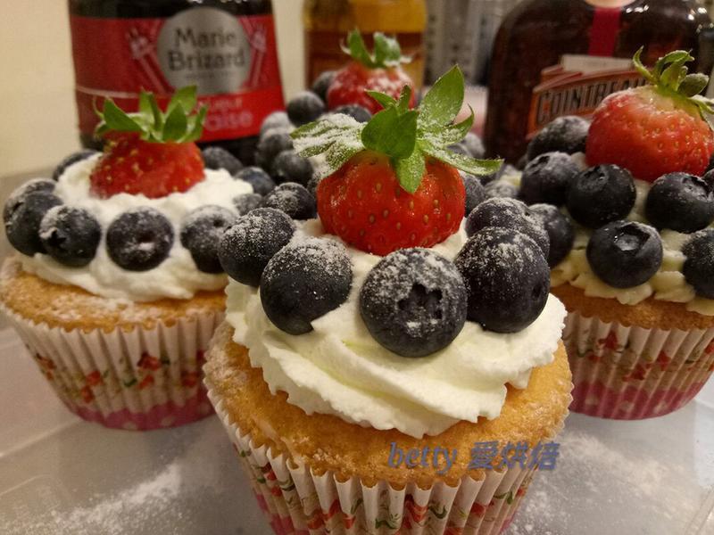 莓果杯子蛋糕