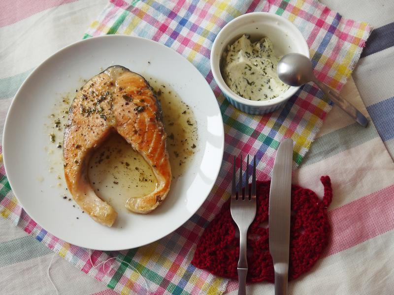 羅勒香蒜奶油醬煎鮭魚