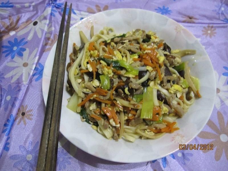 肉絲蔬食炒麵