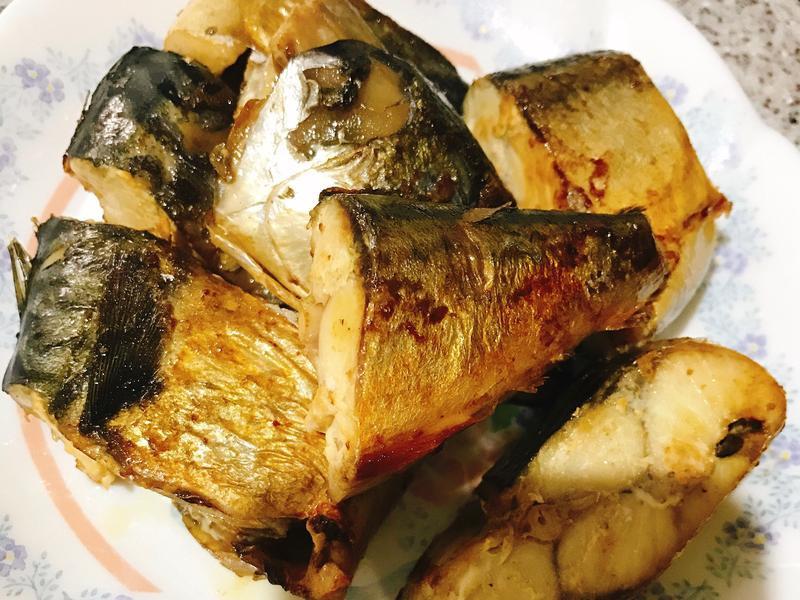 零廚藝也會的乾煎鯖魚