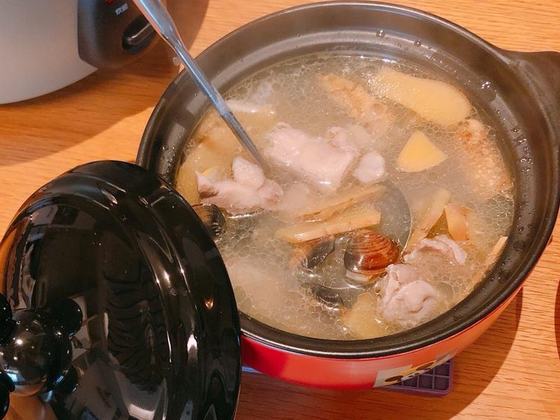《舅媽的年夜菜》蒜頭蛤蜊雞湯