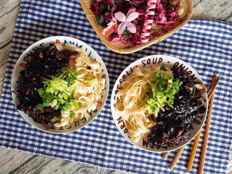 韓式黑色炸醬麵