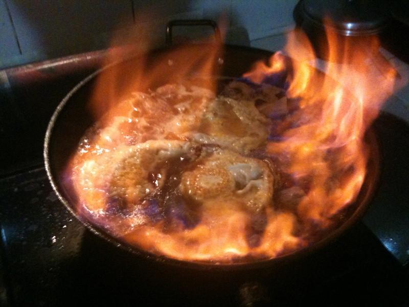 烈焰中的荷包蛋麻油雞