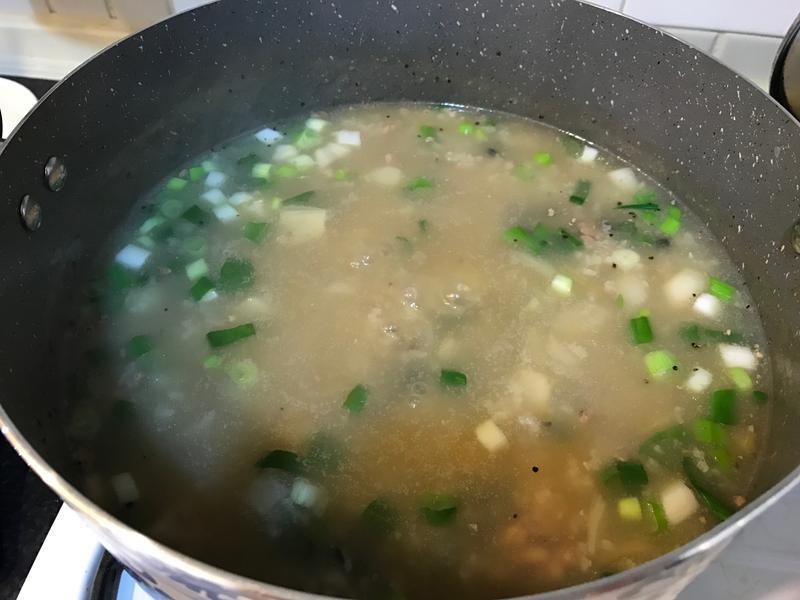 台式皮蛋瘦肉粥(吃剩白粥怎辦?)