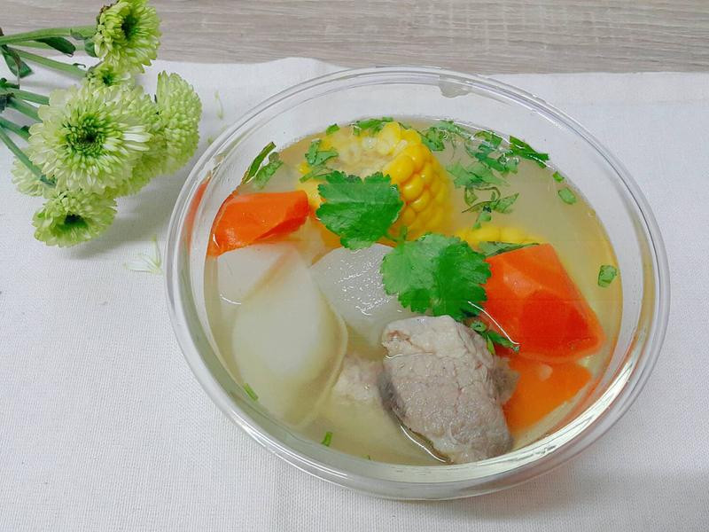 省時簡易『清燉排骨玉米蘿蔔湯』