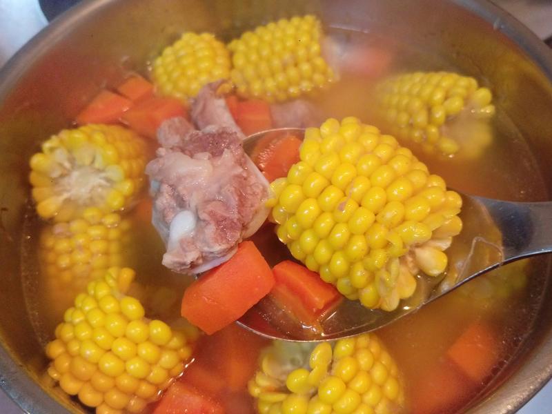 我❤電鍋~玉米蘿蔔排骨湯