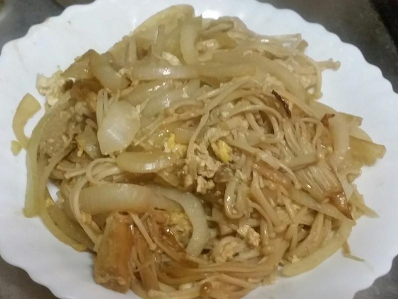 金針菇炒洋蔥(可做蓋飯)