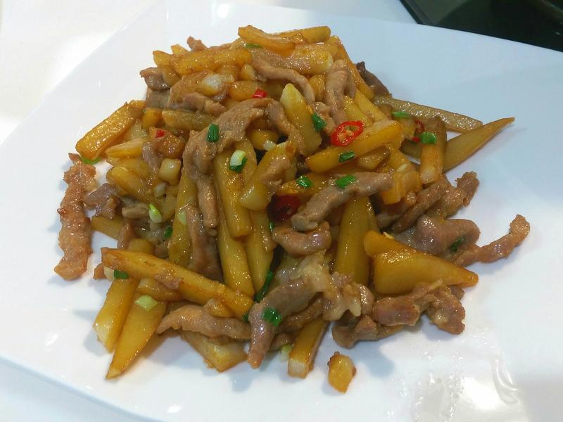 炒薯條 (馬鈴薯炒肉絲)