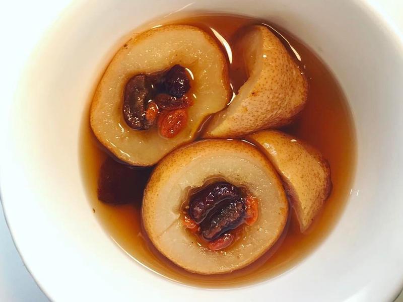 深夜食光之西洋梨燉黃冰糖也可以止咳