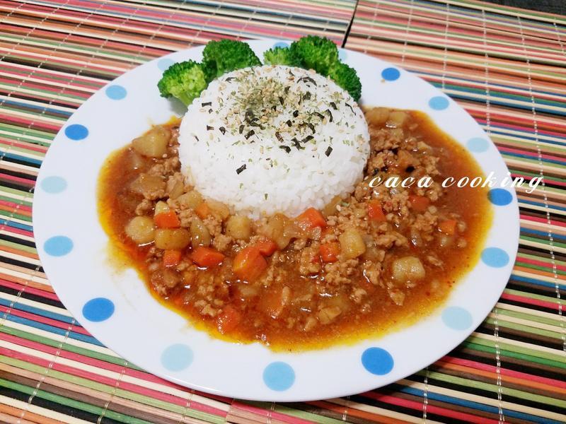 肉醬咖哩飯