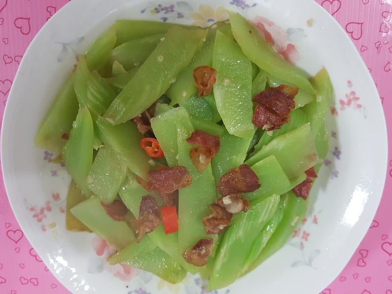 培根炒萵筍