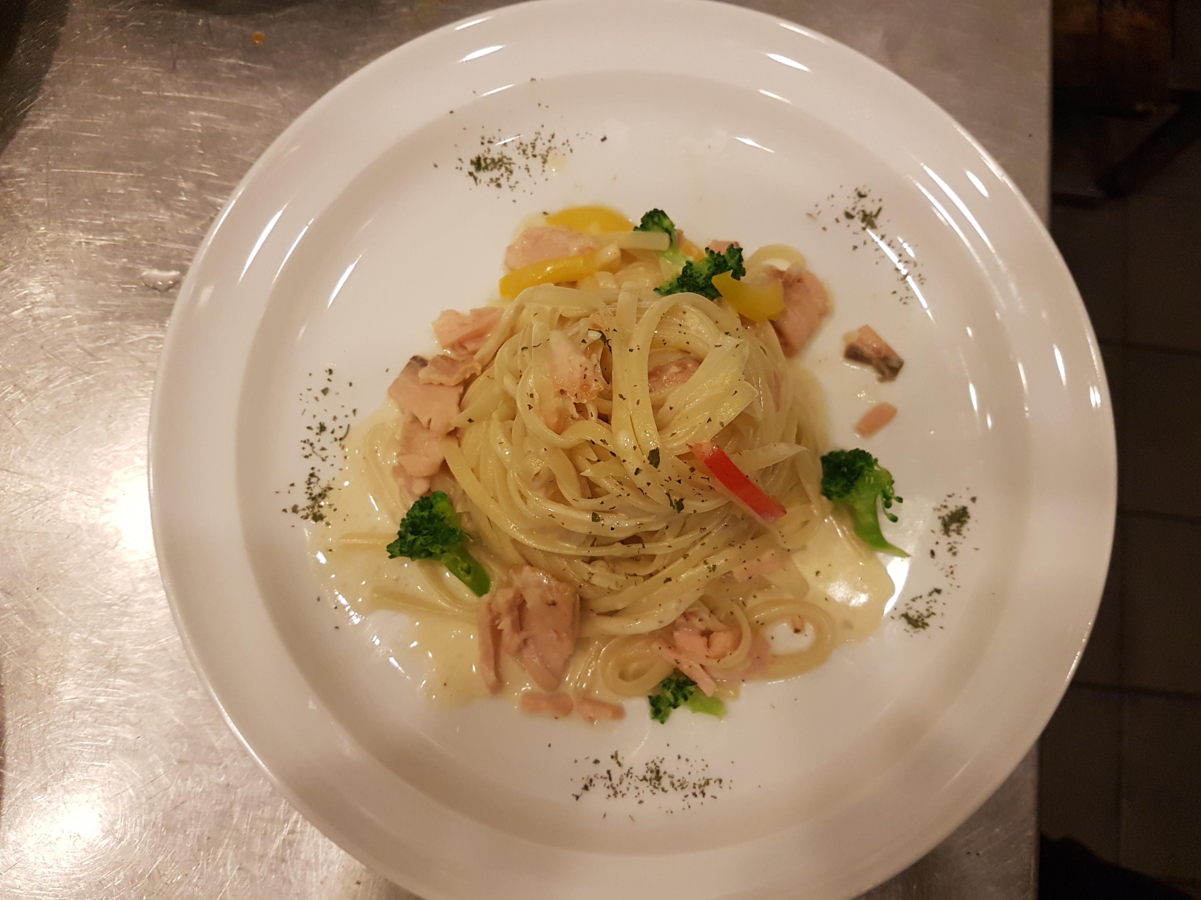 鮭魚義大利扁麵