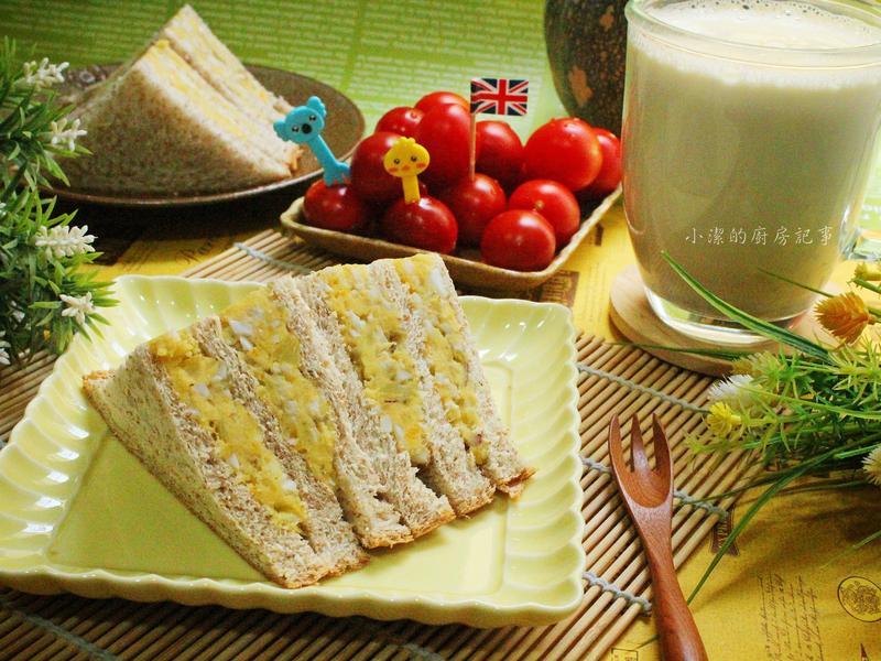 地瓜沙拉三明治+堅果牛奶