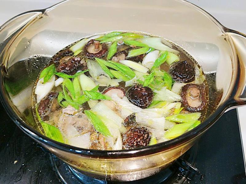 蒜苗香菇雞湯