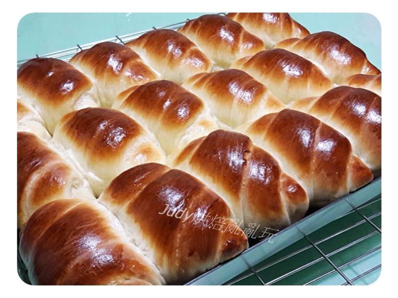 煉乳奶香麵包