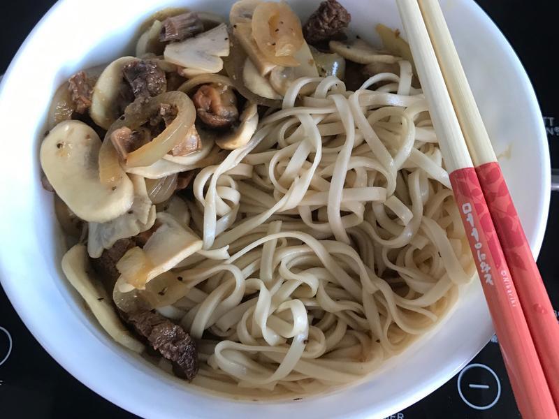 黑椒碎洋蔥炒蘑菇松茸