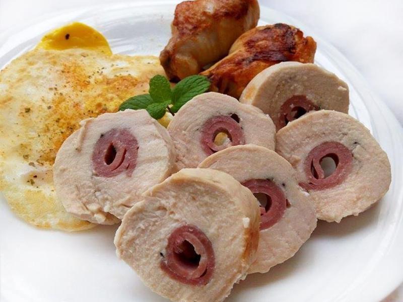 火腿夾心雞肉捲(讓雞胸肉捲鮮嫩的料理法)