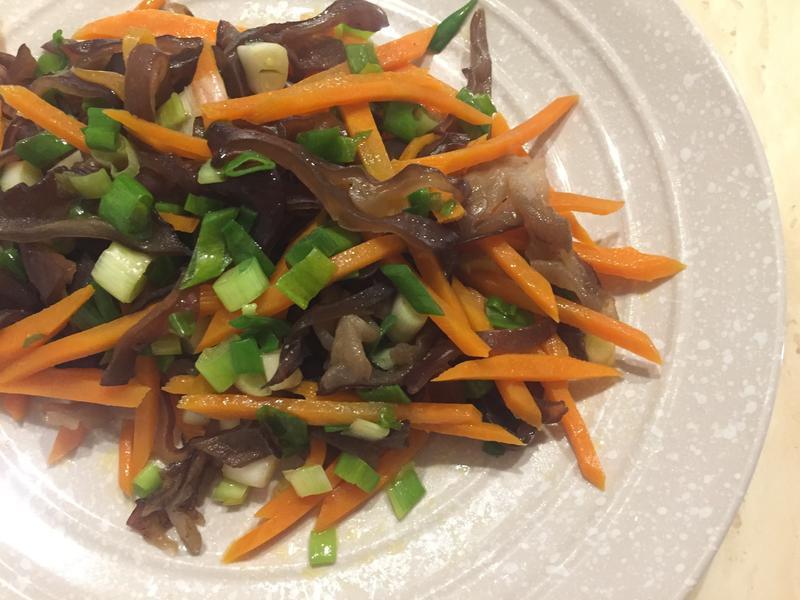 [低卡料理]蔥爆蘿蔔木耳絲