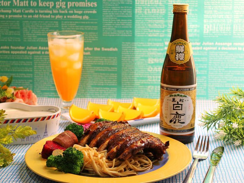 日式烤肋排【黑松白鹿鮮榨清酒】