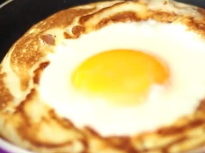 鬆餅中間一顆蛋🥚
