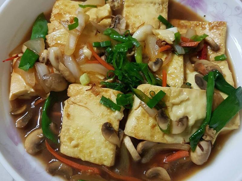 洋蔥蘑菇燴豆腐-下飯家常菜