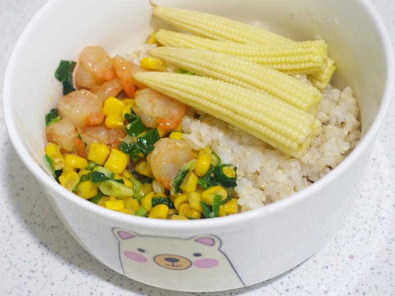 簡易低卡路里便當(炒玉米蝦仁與水燙玉蜀黍