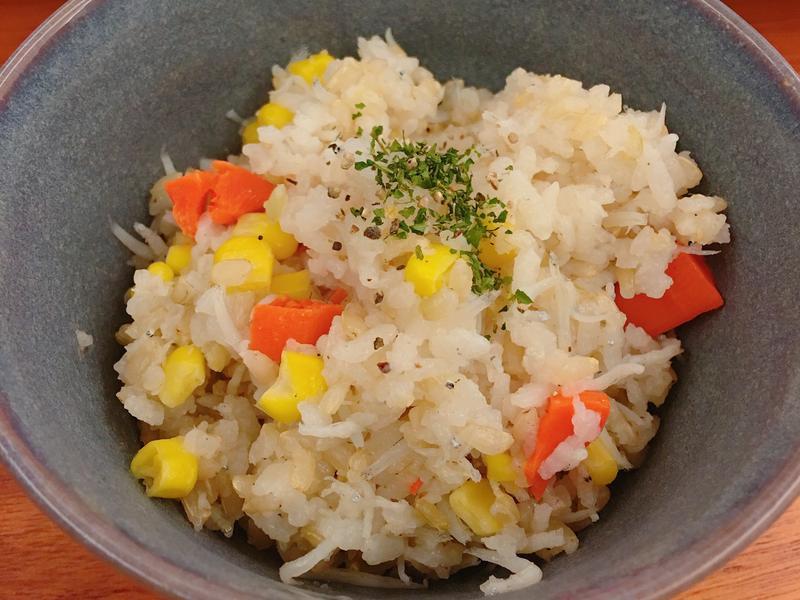 超簡單幼兒食譜~營養均衡吻仔魚炊飯