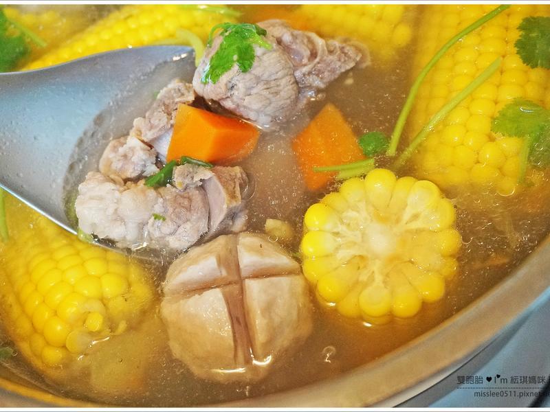 【電鍋食譜】玉米排骨湯