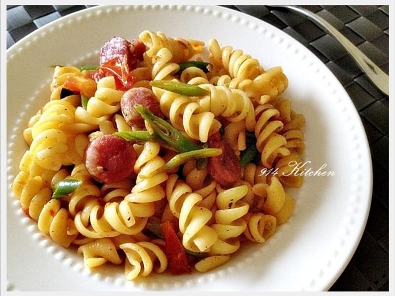 【深夜食堂】台式香腸番茄辣味捲捲麵