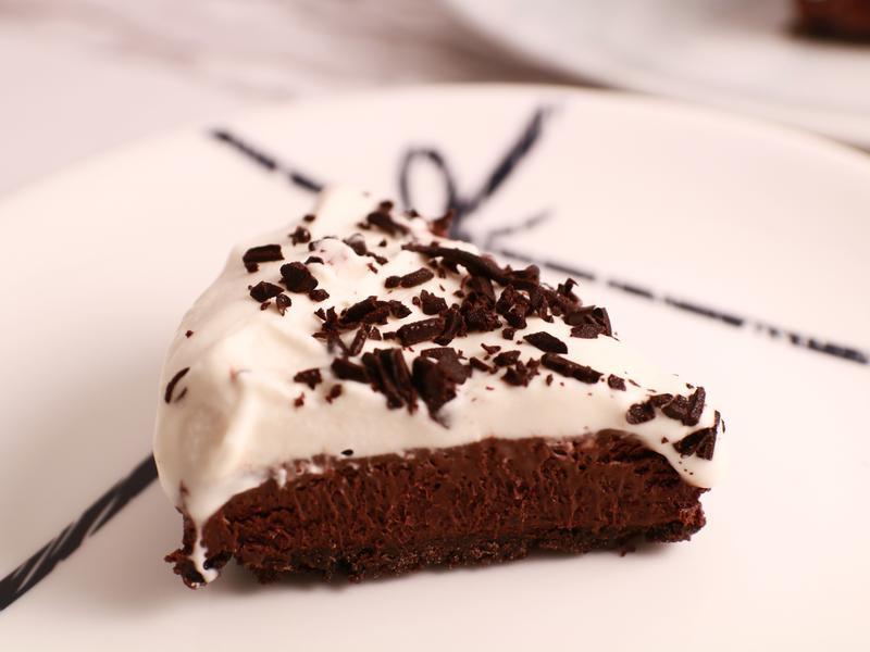 黑巧克力鮮奶油派 (六吋)