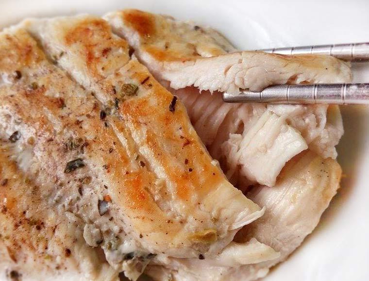 義式香料嫩煎雞胸排★讓肉質軟嫩的鹽水醃法