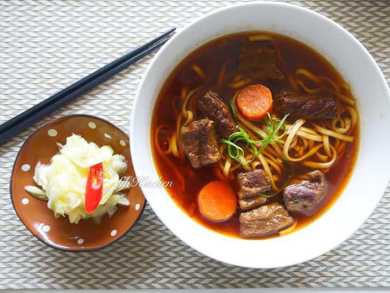 滿滿蔬果燉製而成的『紅燒牛肉麵』