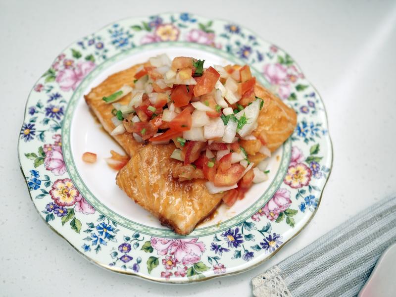 5分鐘快速好吃料理-莎莎醬味噌鮭魚排