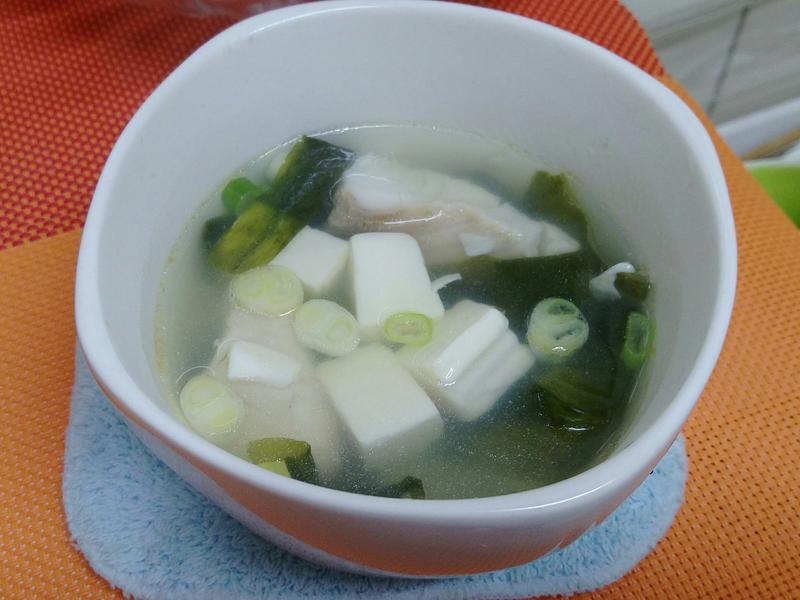 海帶芽豆腐魚湯