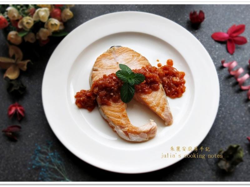 [洋蔥蒜香茄汁鮭魚排]簡易家常料理