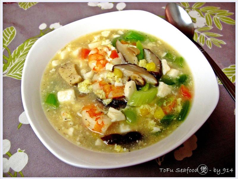 【深夜食堂】豆腐海鮮煲