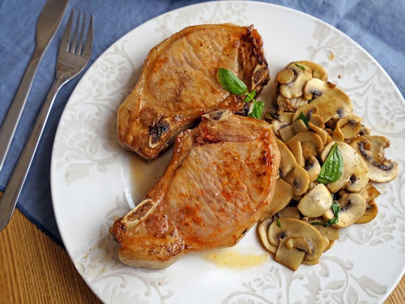 蒜香奶油煎豬排