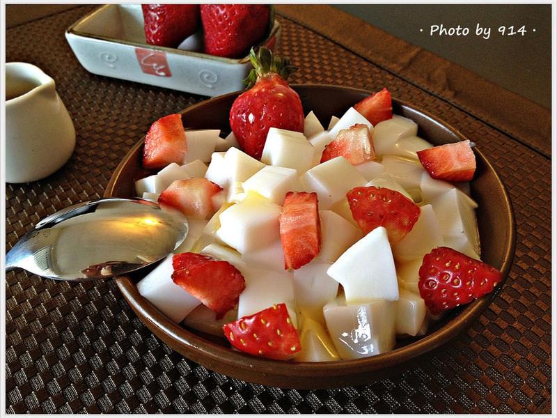 草莓杏仁豆腐