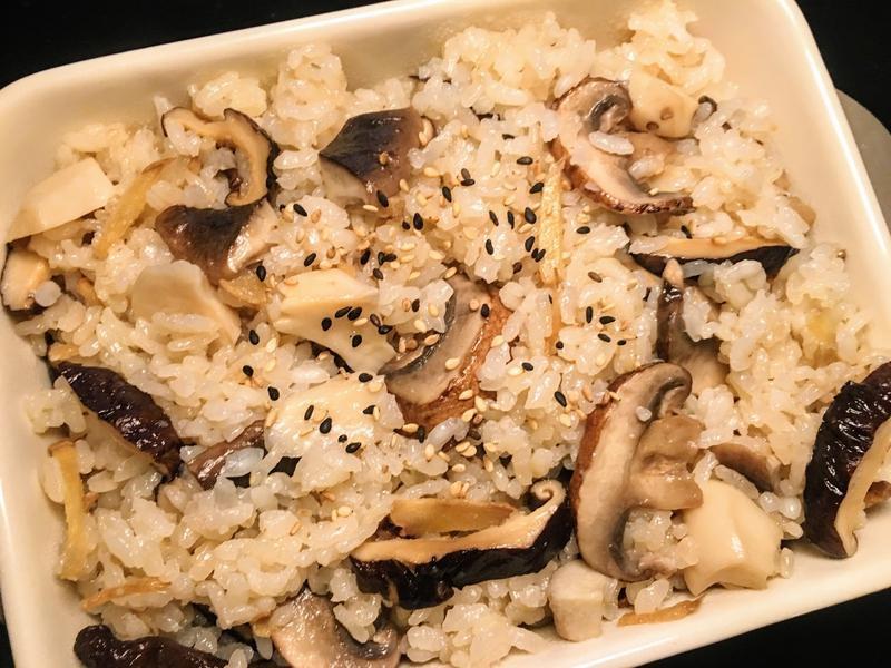 香噴噴~薑味麻油雜菇炊飯